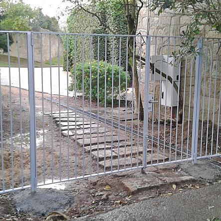 Grade em aço metalizado com portão, by Vimapa